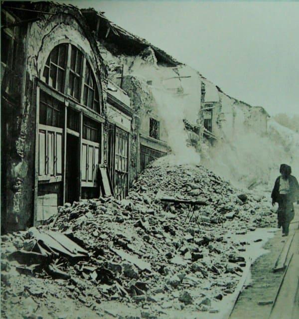 deprem-sonrasi-kapali-carsi-min.jpg