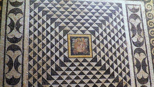 dionysos-mozaigi.jpg