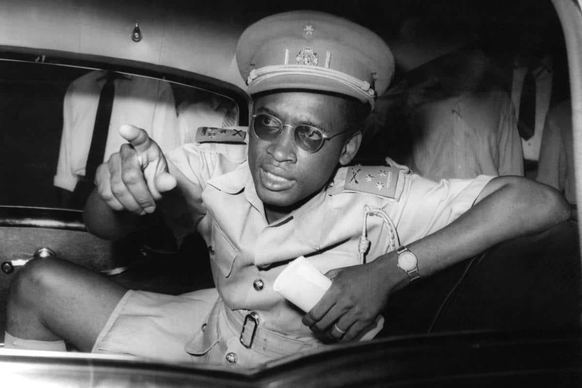 kongoda-askeri-darbe-yapip-yonetimi-deviren-mobutu-min.jpg