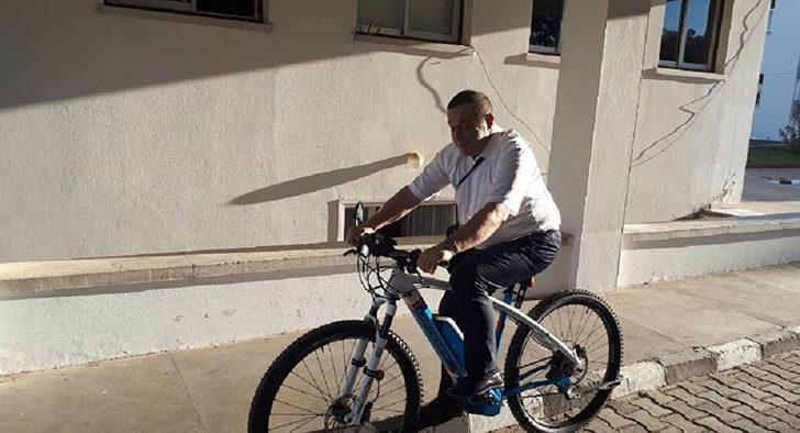 makam-aracini-birakti-bisiklet-aldi-siyasetcafe1.jpg