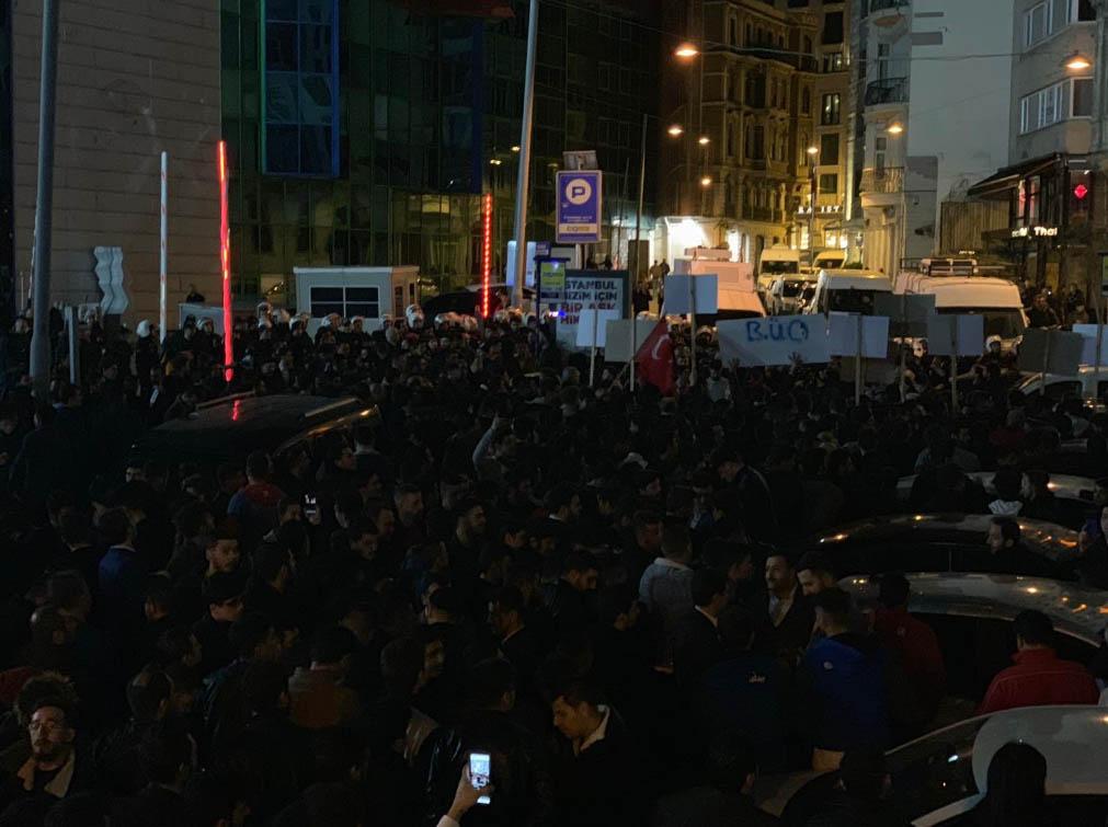 taksimsiyasetcafe-protestoo.jpg