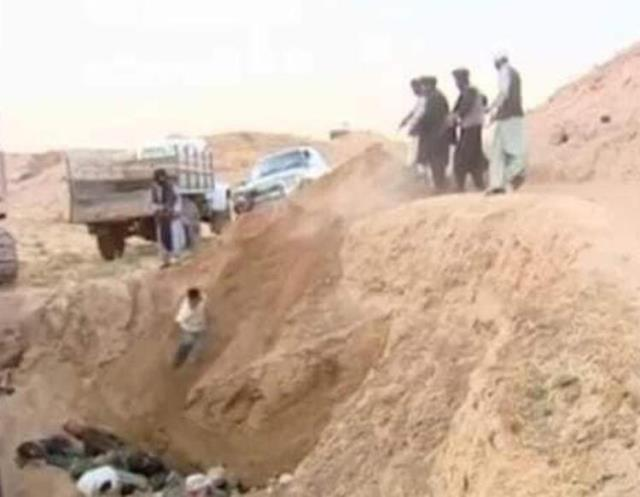 toplu-infaz-taliban-in-kursuna-dizdigi-afganlari-14341907-5873-m.jpg