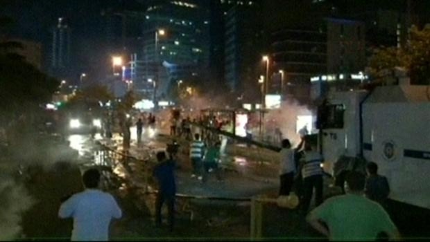 Polisten İsrail protestosuna müdahale