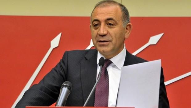 Tekin AKP'ye fena y�klendi