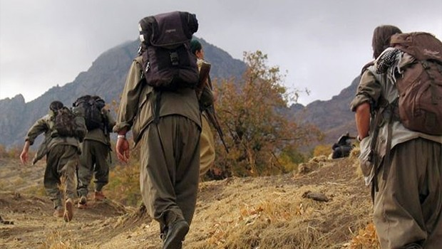 330 PKK'l� ter�rist  teslim oldu