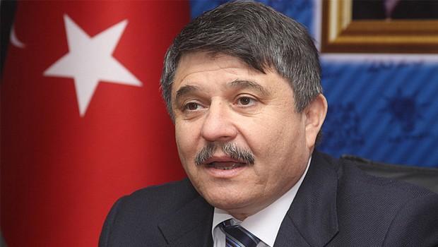 AKP'li vekil AKP'li gazeteciyi d�vd�rd�