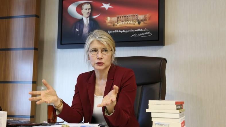 CHP'li Emine �lker Tarhan istifa etti