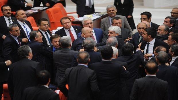 MHP'li vekile uzaklaştırma cezası