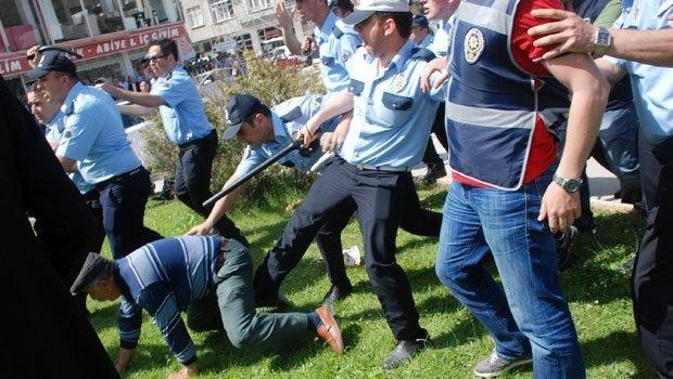 Genel Kurula kan bulaştı polis müdahale etti