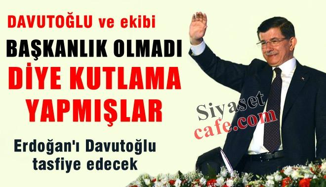 Davutoğlu, Balkon Konuşması Sonrası Pasta ile Kutlama Yapmış