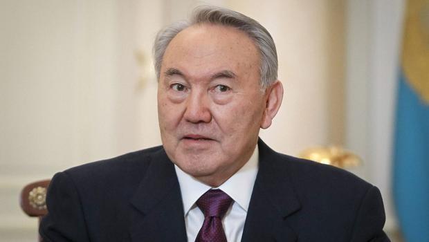 Kazak Cumhurba�kan� Nazarbayev'den fla� �a�r�