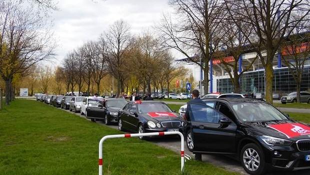 Almanya'da konvoyla karşılandı