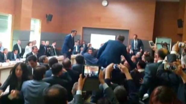 Anayasa Komisyonu'nda yine kavga çıktı