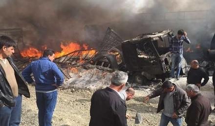 Yol kesen PKK'l�lar 12 arac� yakt�