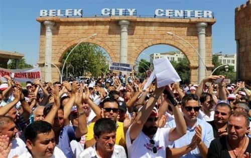Antalya'da Esnaf Kepenk ve Kontak Kapattı