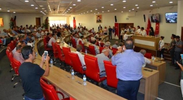 AKP'li üyelerden 15 Temmuz adına itiraz