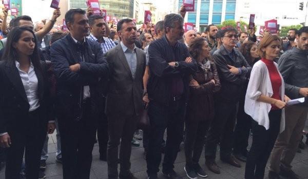 Laiklik için Kadıköy'de toplandılar