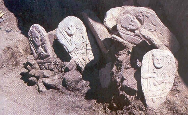 Hakkari'de 4 bin y�ll�k T�rk mezar� bulundu