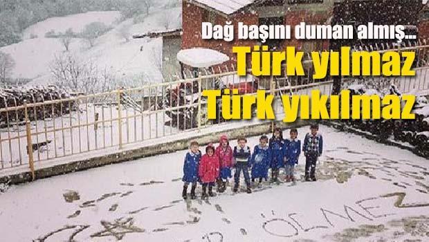 Göktuğ öğretmen ve öğrencileri Karadeniz'in zirvesinde Türk Milleti'ne ışık oldu