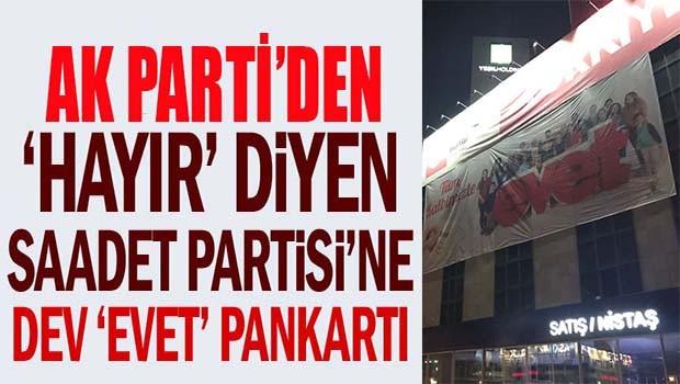 AK Parti'den 'Hayır' diyen Saadet Partisi'ne dev 'Evet' pankartı