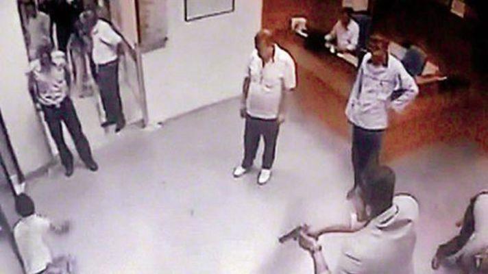 İstanbul'da devlet hastanesinde doktoru bıçakla rehin aldılar