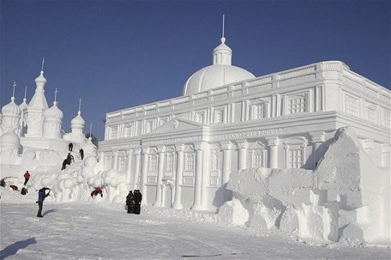 Göz alıcı kar heykeller